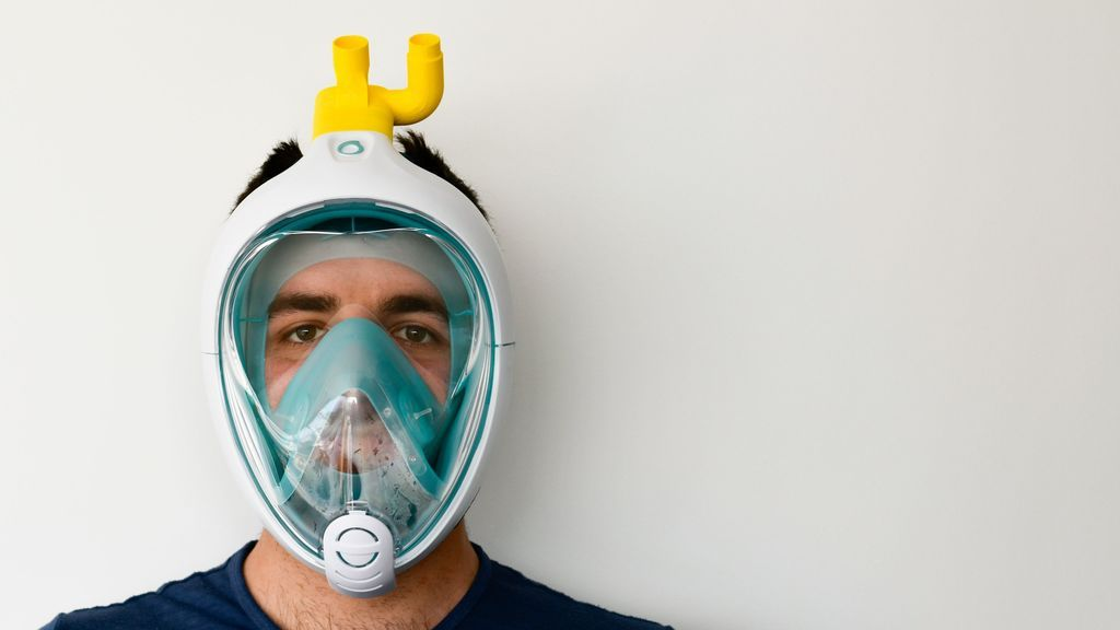 Un médico madrileño convierte máscaras de buceo de Decathlon en respiradores para salvar vidas