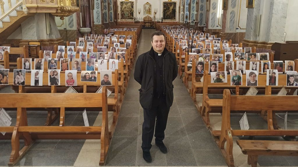 Los selfies sustituyen a los feligreses durante el confinamiento en una parroquia de Valencia