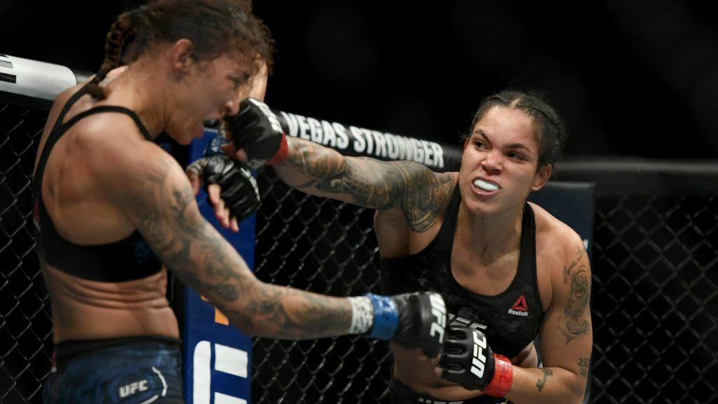Amanda Nunes durante un combate en la UFC
