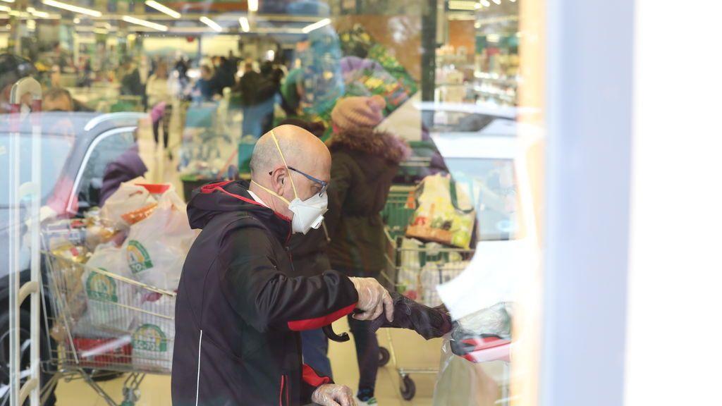 EuropaPress_2732979_hombre_entra_hacer_compra_supermercado_mercadona_plena_crisis_sanitaria