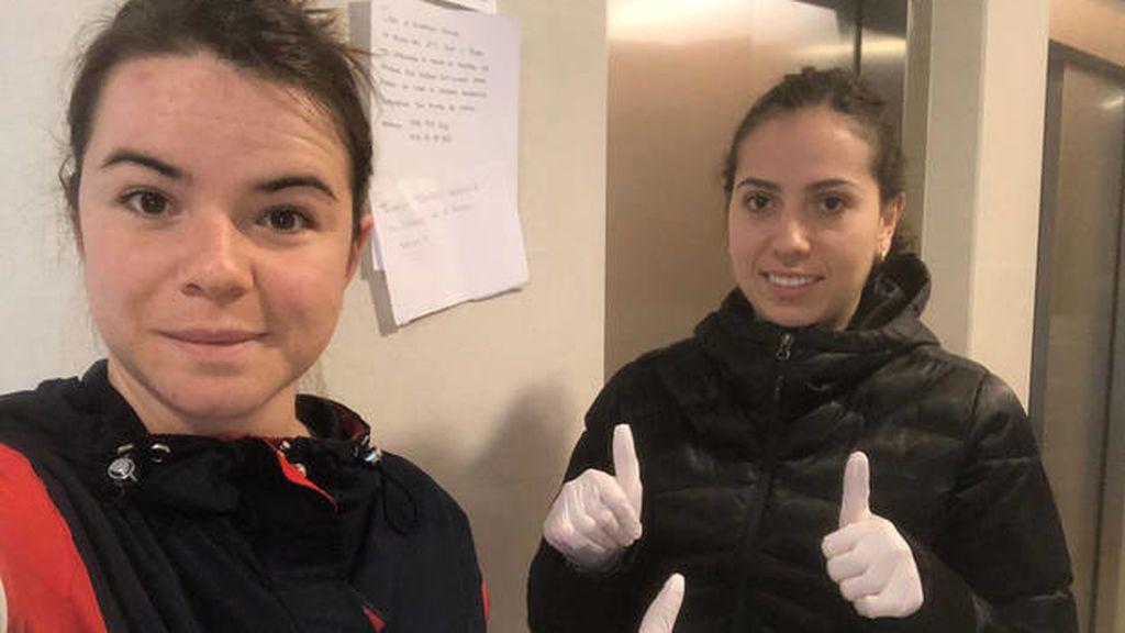Ana y Beatriz, las estudiantes que no han vuelto a sus casas para ayudar a sus vecinos de Pamplona