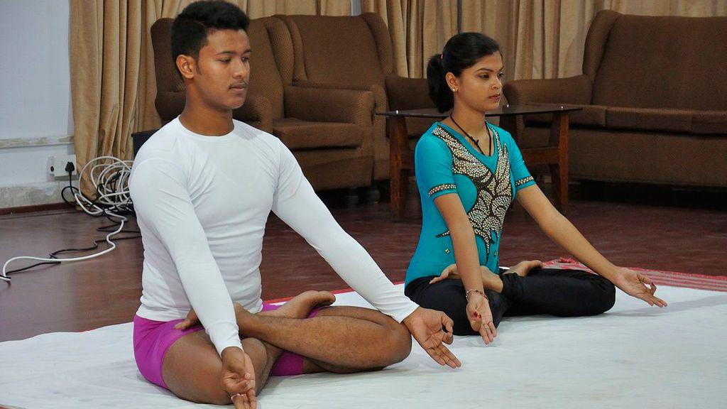 práctica de asanas en yoga