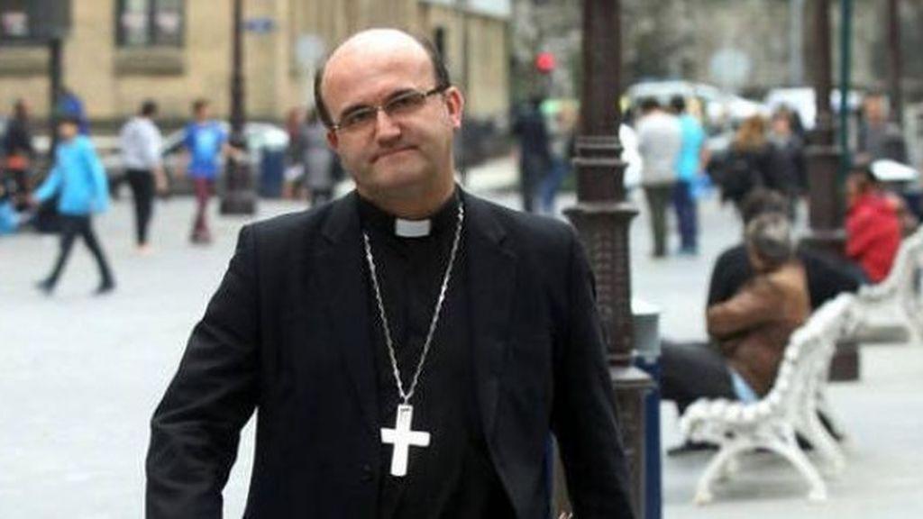 Multado con 600 euros el obispo de San Sebastián por circular en su coche con copiloto