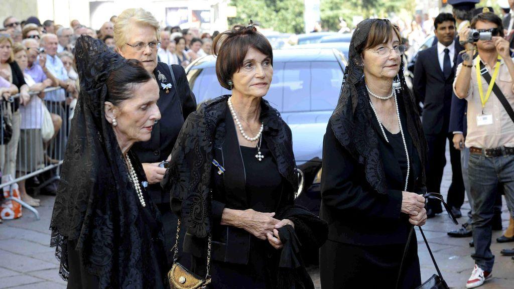 María Teresa, junto a sus hermanas Cecilia y Maria Dolores
