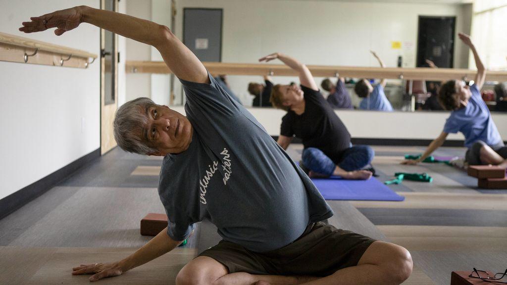 posición del árbol en yoga