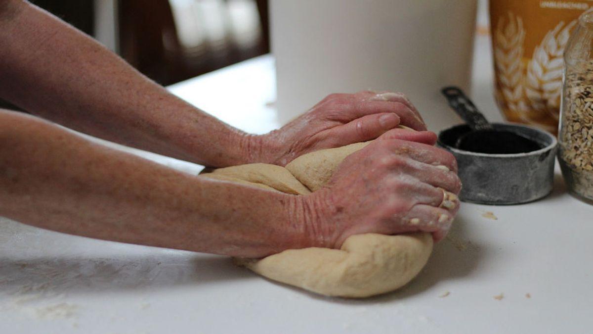 Aprende a hacer pan casero para hacerlo con tus nietos