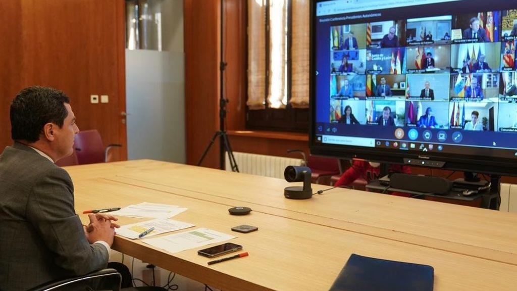 El presidente de la Junta de Andalucía, Juanma Moreno, participa este domingo 29 de marzo en la reunión telemática con Sánchez
