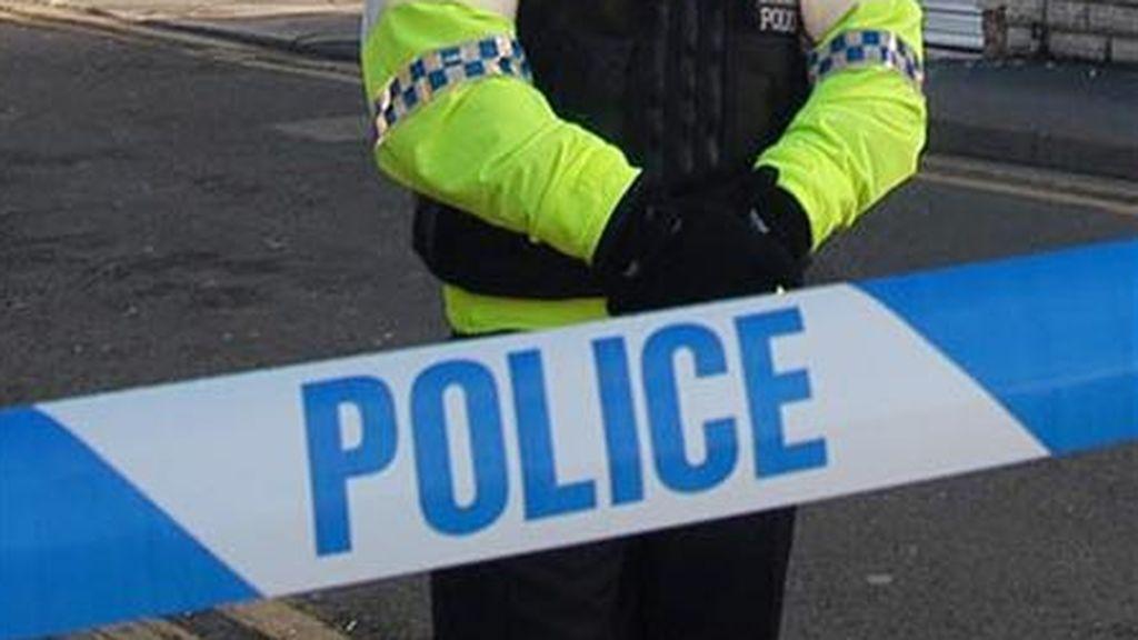 La Policía en Reino Unido se pone seria: arrestan a un niño de 13 años por incumplir el confinamiento