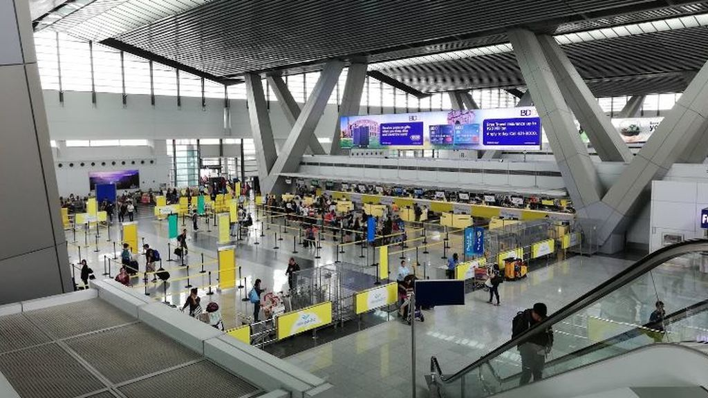 Ocho muertos al estrellarse un avión que trasladaba a un enfermo de coronavirus de Manila a Japón