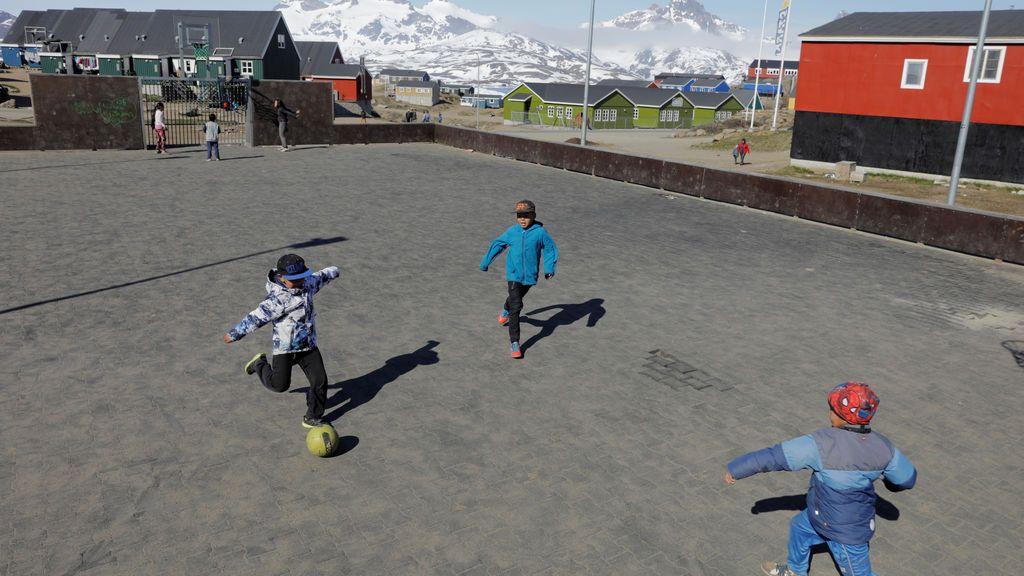 """Groenlandia prohíbe el alcohol hasta el 15 de abril para """"proteger a los niños"""" de abusos en la cuarentena"""