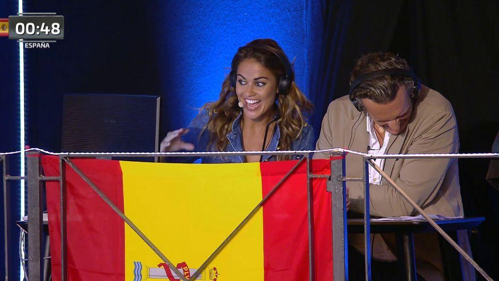 Joaquín Prat no puede evitar reírse de las caídas en la prueba 'Vamos a la playa'