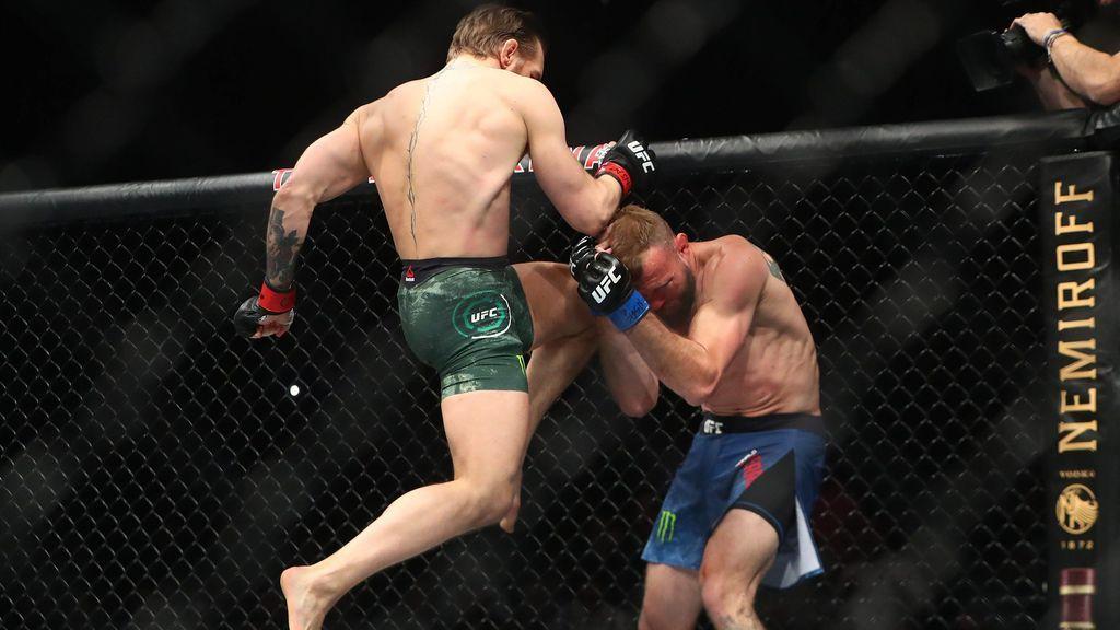 Golpe de rodilla de Conor Mc Gregor a un adversario