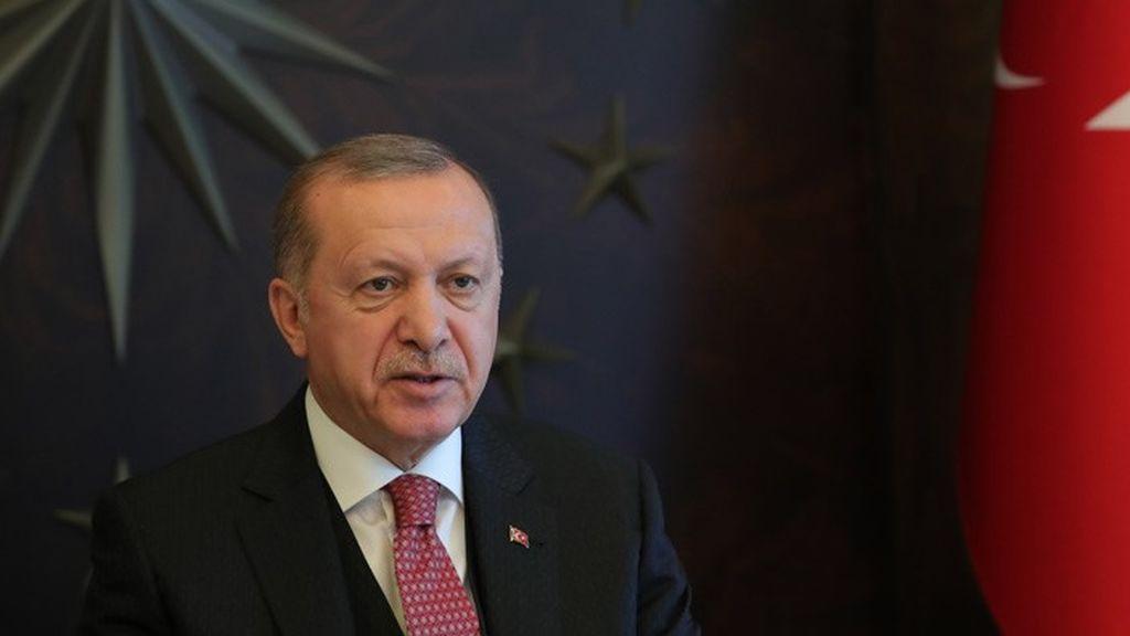 Erdogan dona siete meses de su salario a una campaña para combatir la pandemia de coronavirus en Turquía
