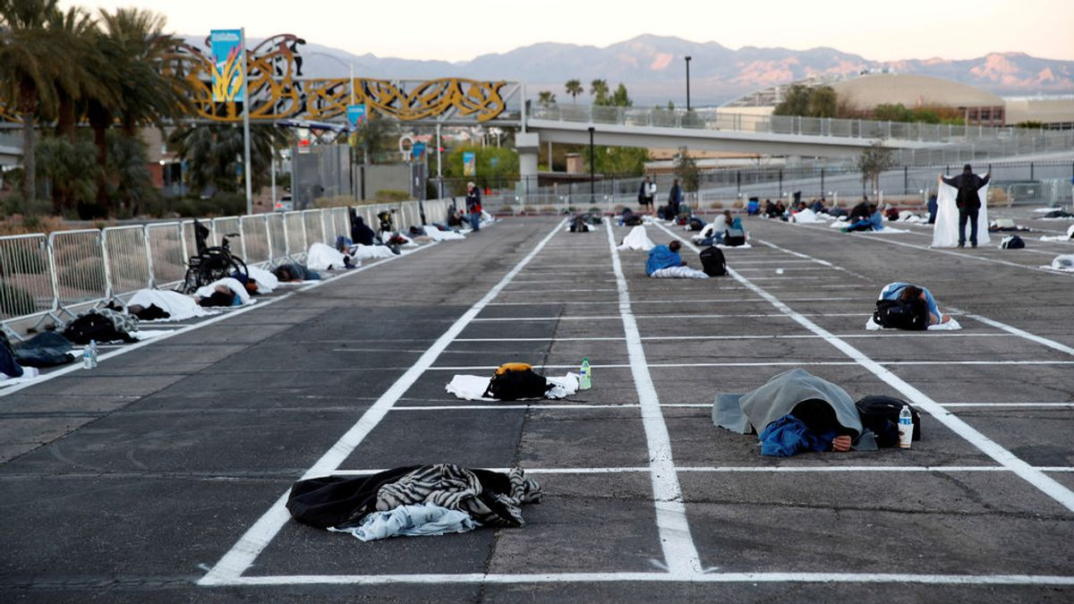Un aparcamiento en Las Vegas: el refugio improvisado para 500 personas sin hogar por el coronavirus