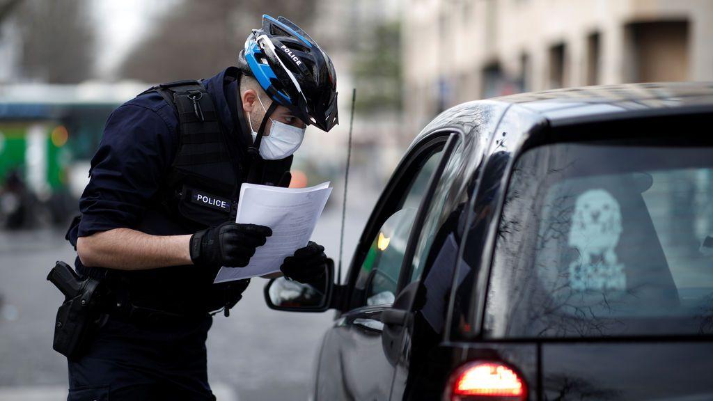 Un médico francés con coronavirus, condenado a dos años de cárcel por toser a la policía