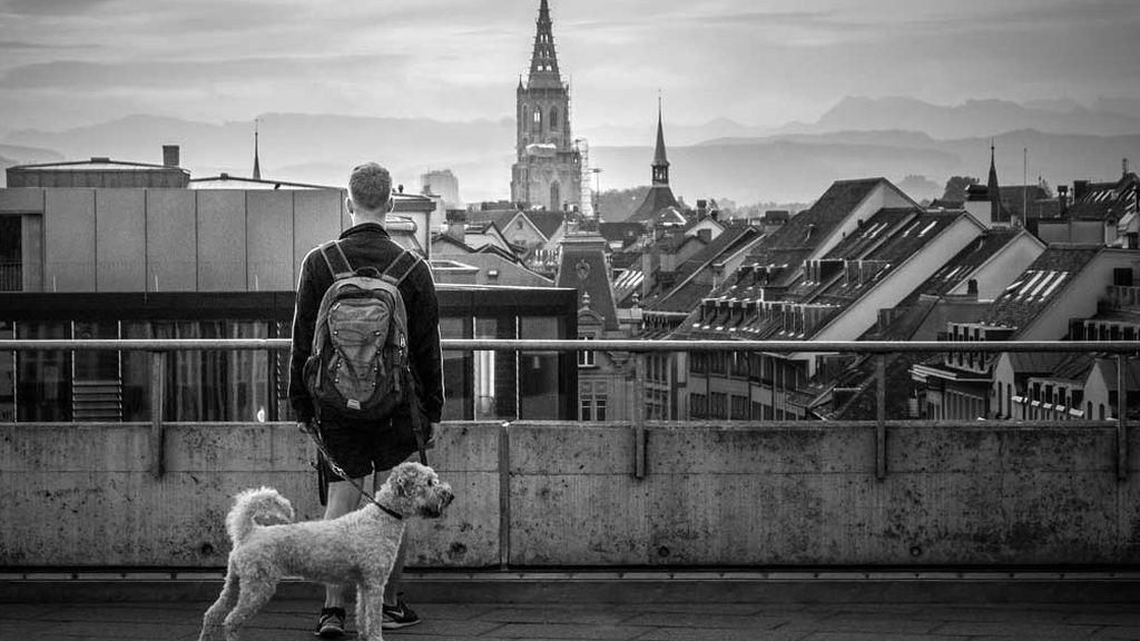 Paseo por una ciudad desértica