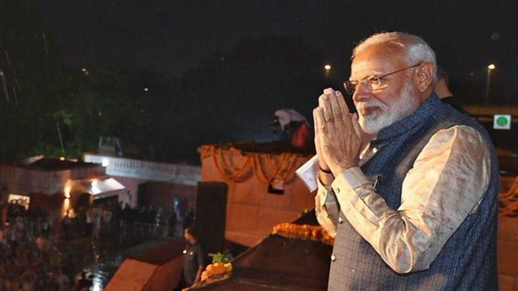 El primer ministro de India comparte rutinas de yoga para ayudar a mantenerse en forma en el confinamiento