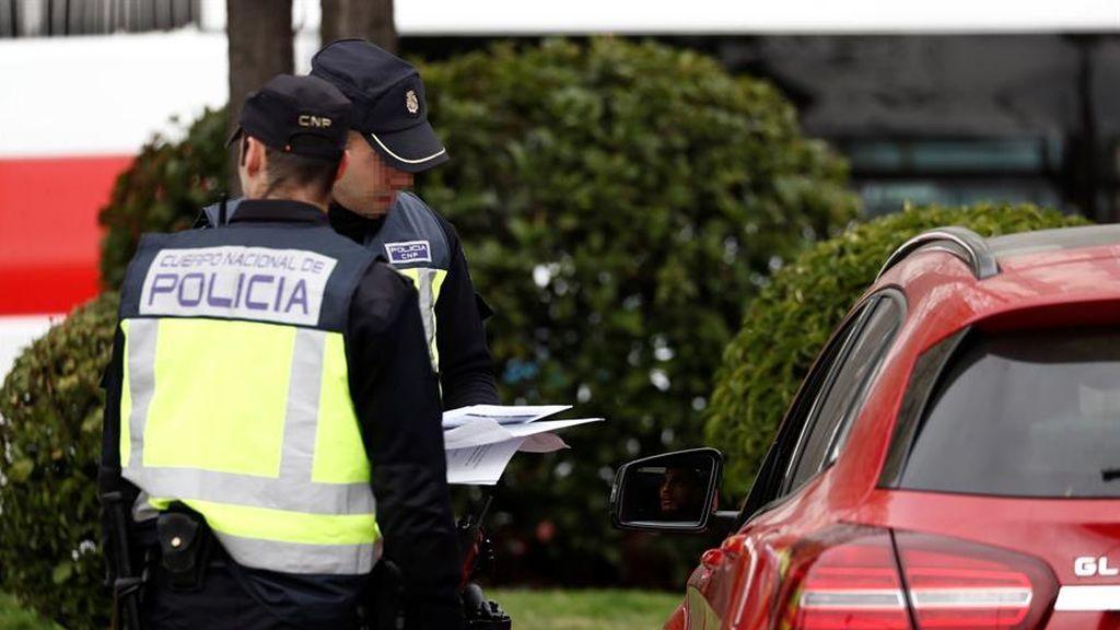 Dos hombres, en prisión por intentar apuñalar a un policía que intervino en una fiesta callejera en Alcantarilla (Murcia)