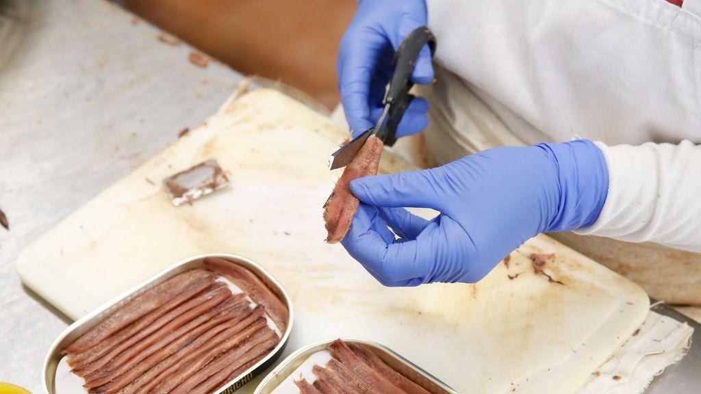 Una conservera de O Grove premia el esfuerzo de sus empleados con un plus de 1.000 euros
