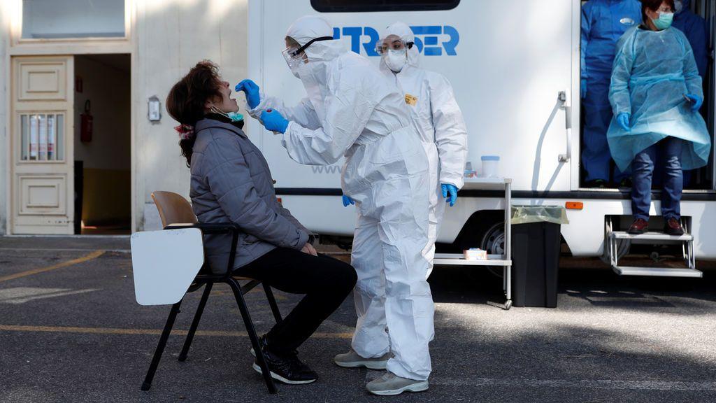 Cae la cifra diaria de muertos por coronavirus en Italia: 727 en las últimas horas