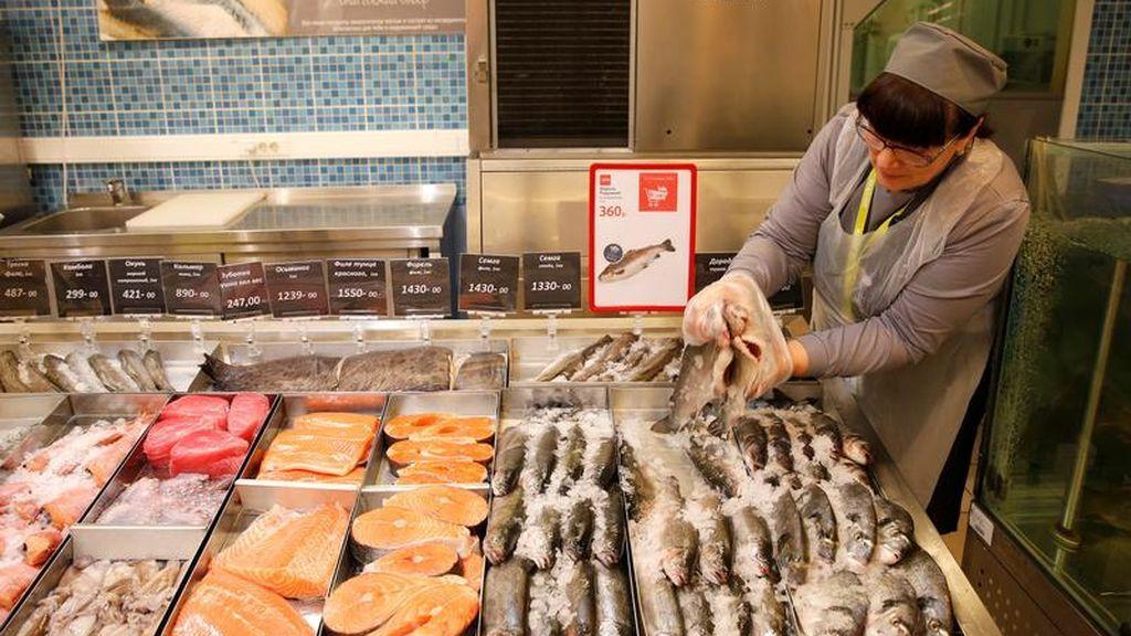 Pescado fresco en un supermercado