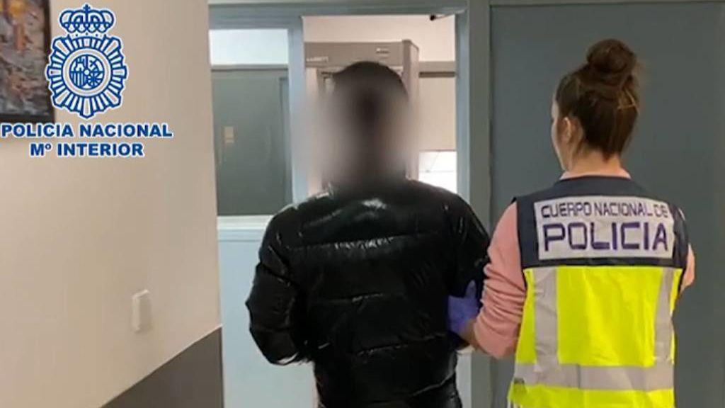 Detenida una mujer en Tenerife por vender 'packs' con mascarillas y geles desinfectantes que robaba de un hospital