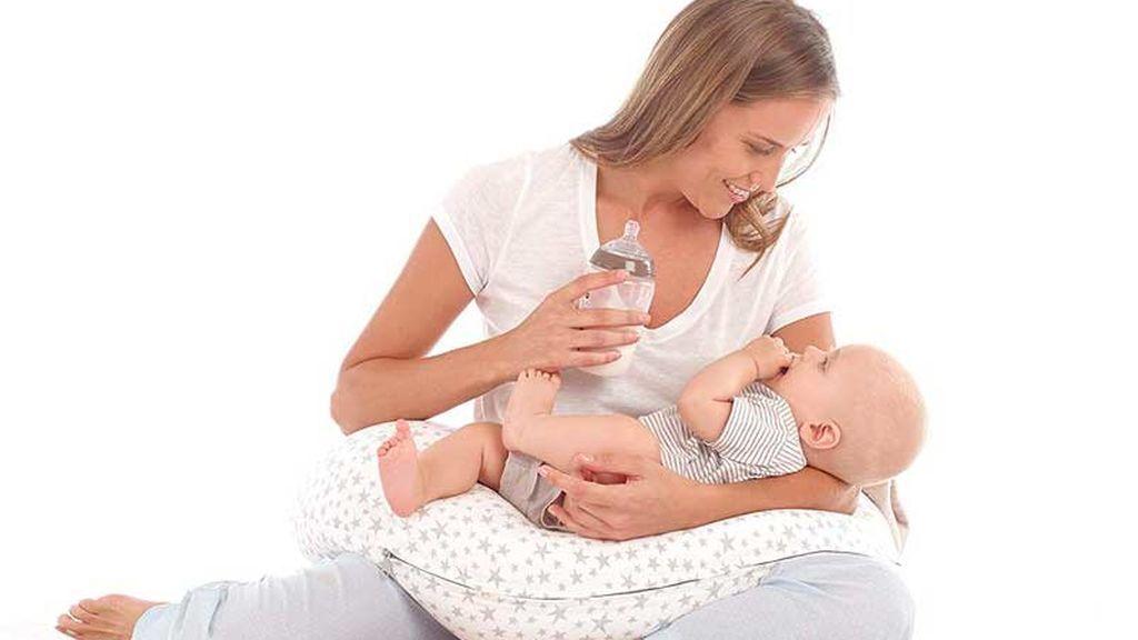 El cojín de lactancia servirá tanto para darle el pecho como leche artificial.