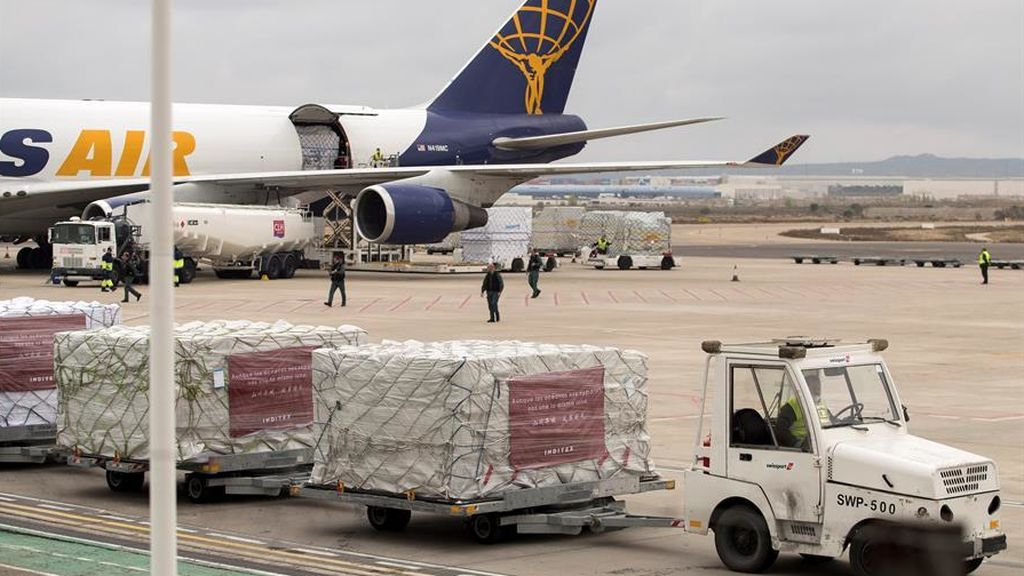 Uno de los aviones chinos con material sanitario que aterrizó en Zaragoza