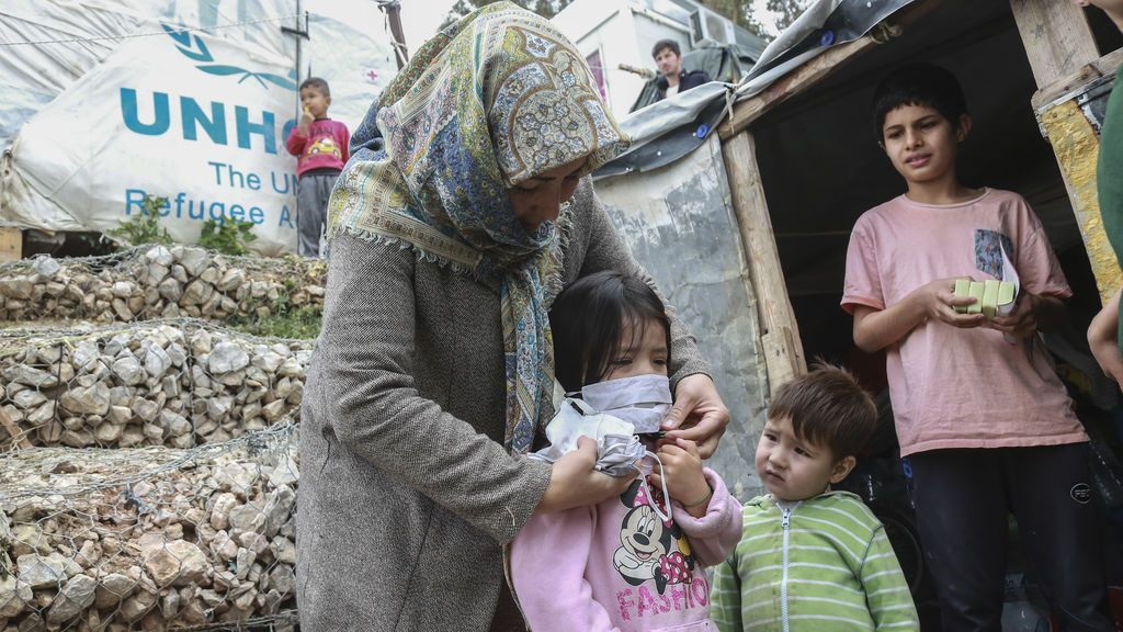 Grecia pone en cuarentena un campo de refugiados golpeado por el coronavirus