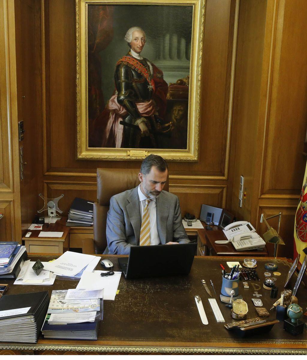 Un cuadro de Carlos III preside el despacho del rey
