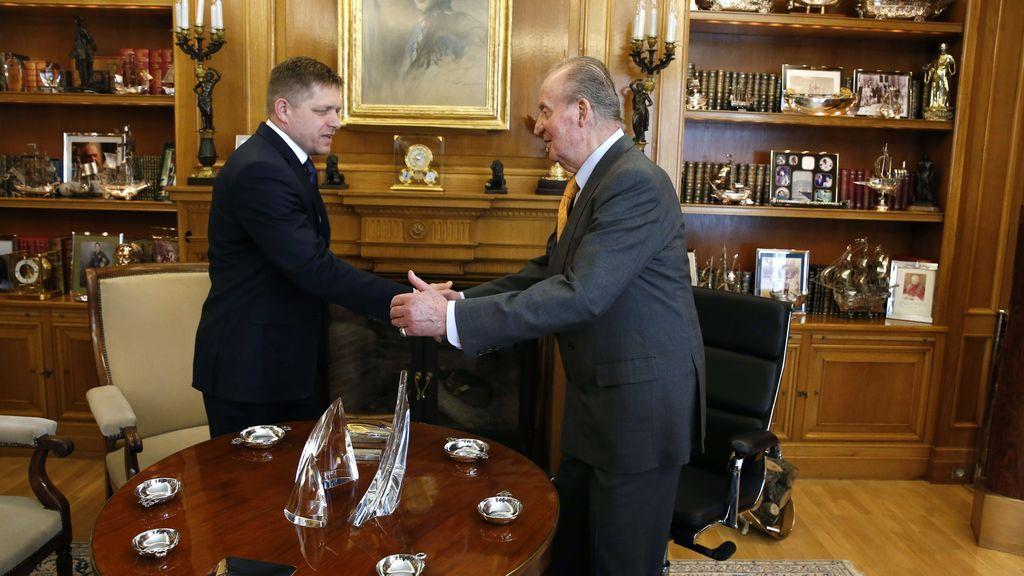 Audiencia de don Juan Carlos con Robert Fico, ex primer ministro polaco, en su despacho