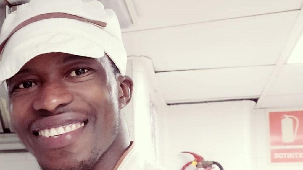 Souleymane, un joven de Guinea: de ser rescatado por el Open Arms a cocinar en una residencia de mayores