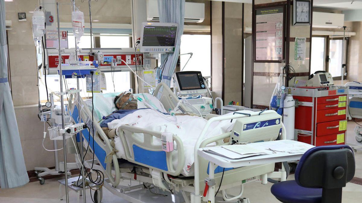 Paciente con coronavirus en una cama UCI