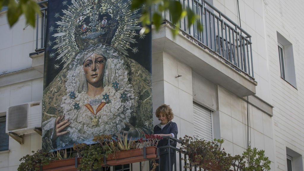 Sevilla reinventa su Semana Santa: La procesión va por dentro