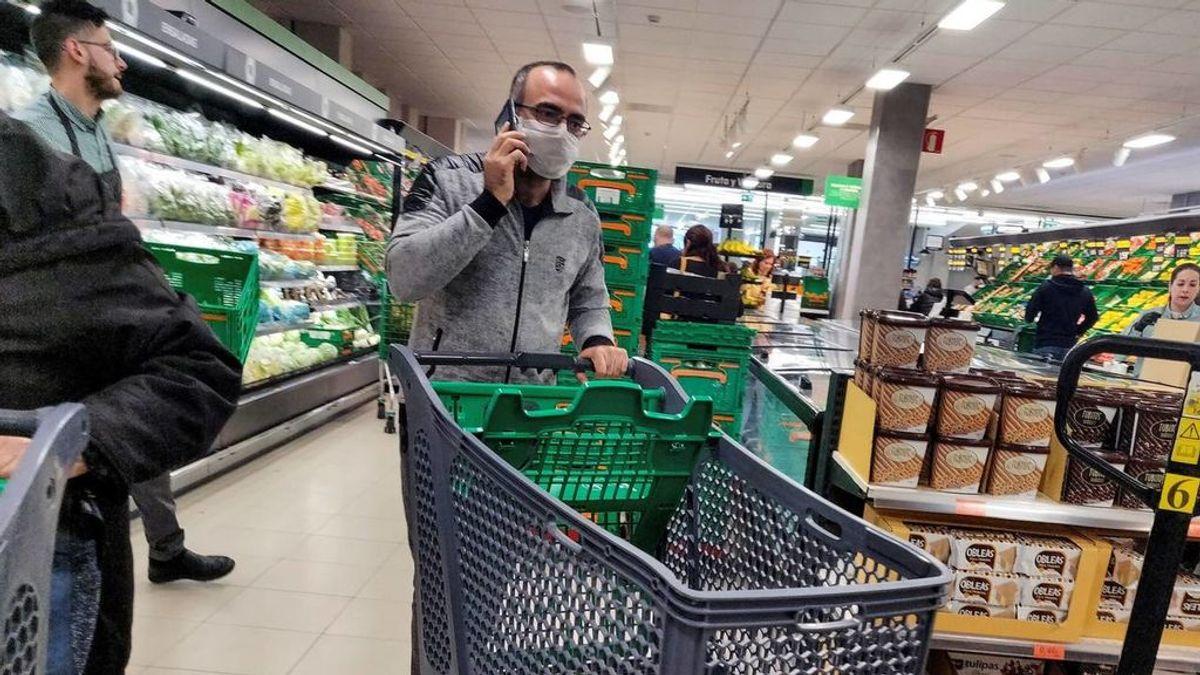 Cataluña recomienda ahora que se usen guantes y mascarillas para ir a hacer la compra
