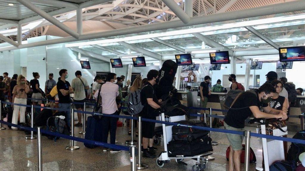 Llegan a Madrid los 200 turistas españoles repatriados desde India