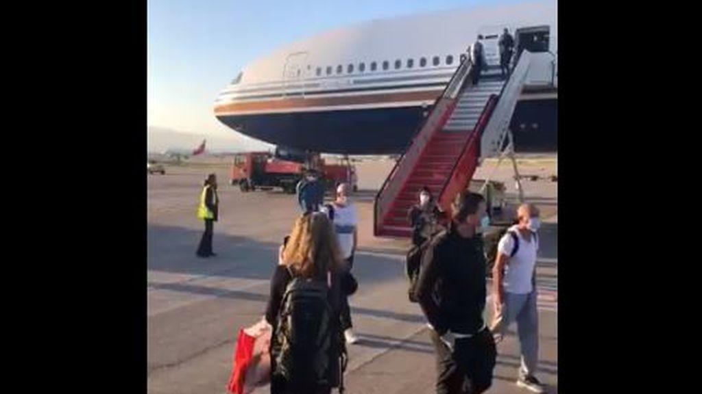 Aterriza en Madrid el vuelo fletado por el Gobierno para repatriar a 200 turistas de India
