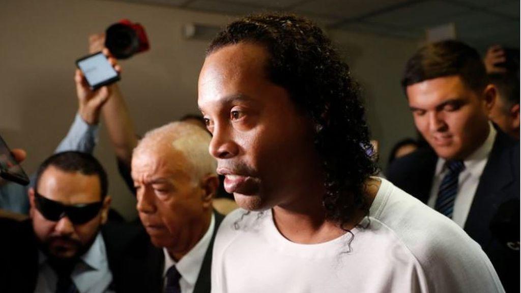 """La depresión de Ronaldinho tras un mes en prisión: """"Ya no es el mismo pese a los asados"""""""