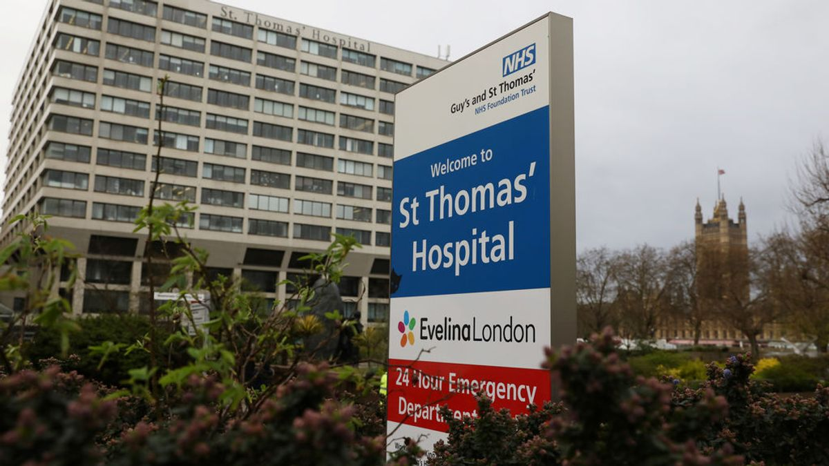 El primer ministro británico, Boris Johnson, se somete a pruebas tras ser hospitalizado por coronavirus