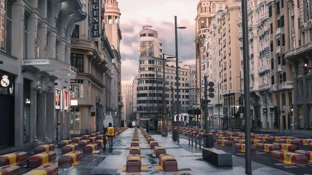 VOX publica una foto manipulada en Twitter con ataúdes en las calles de Madrid