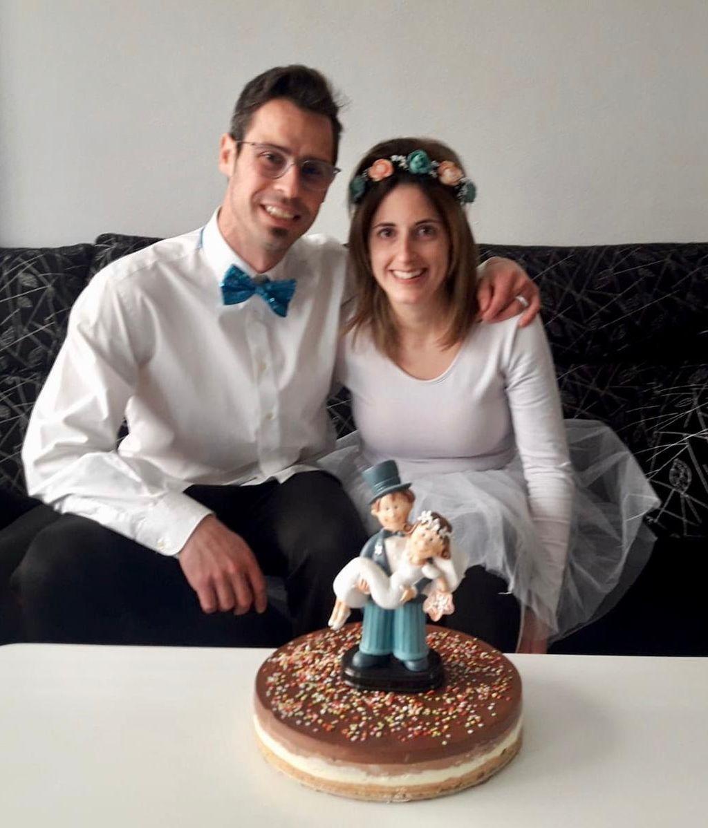 La boda por sorpresa de una pareja de Arnedo en su balcón - NIUS