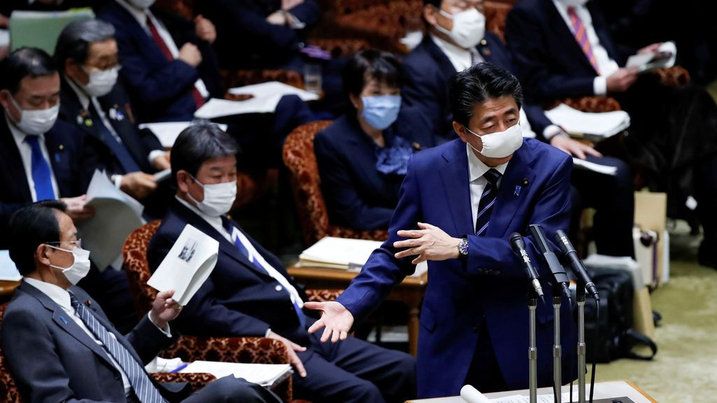 Abe planea declarar el estado de emergencia en Japón