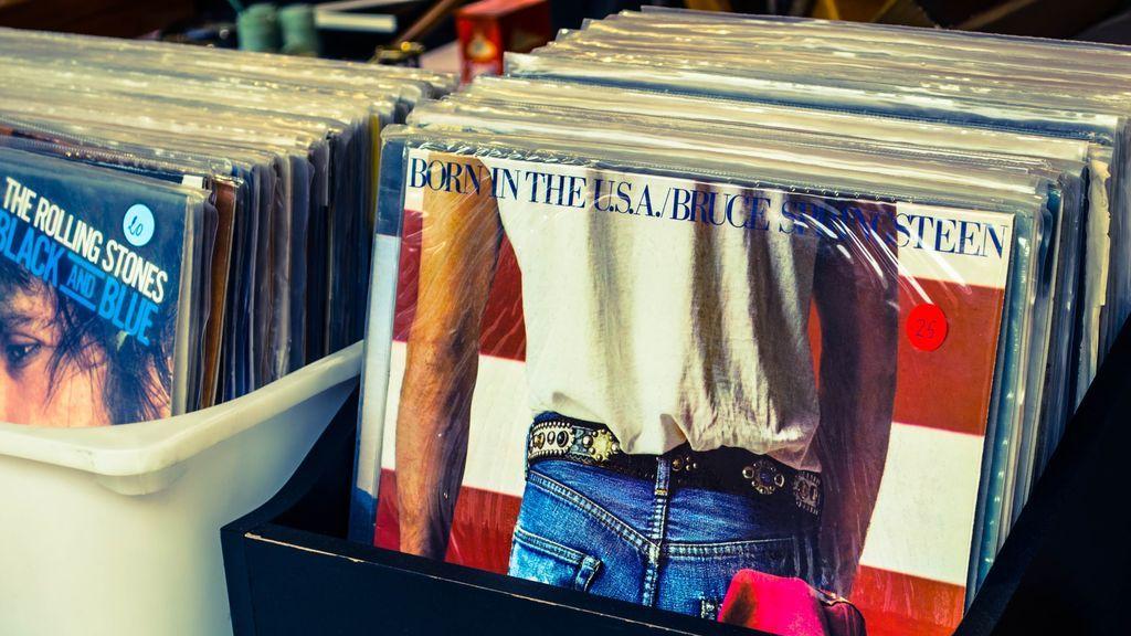 En un garaje y con lo puesto: 5 discos míticos de grupos que se grabaron en casa