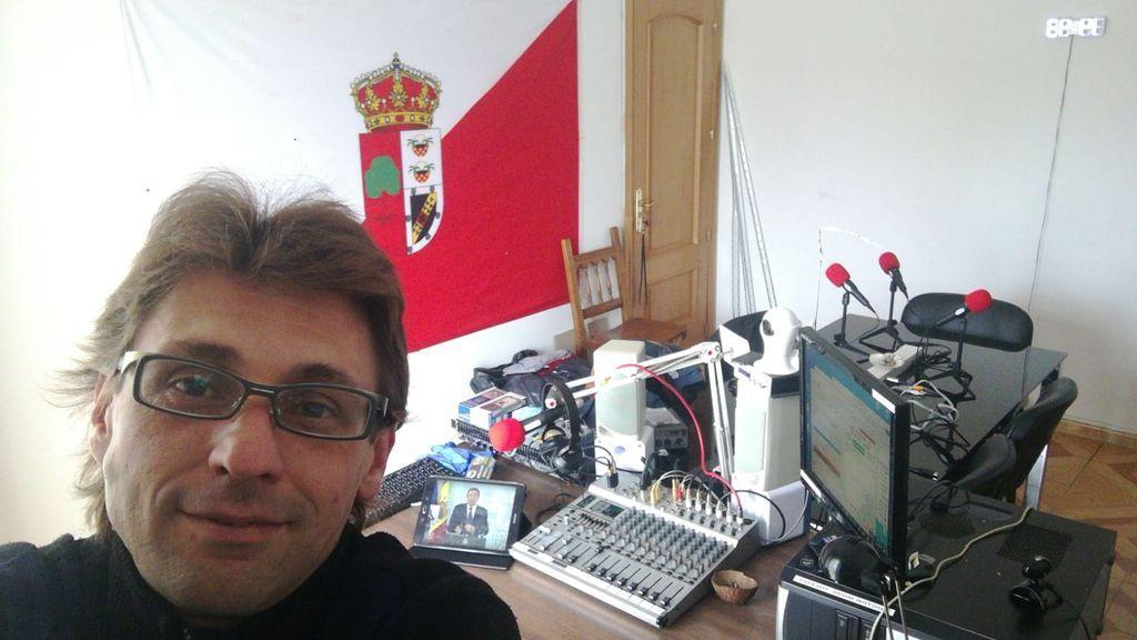 Manuel Méndez en el estudio de La Buena Onda Radio