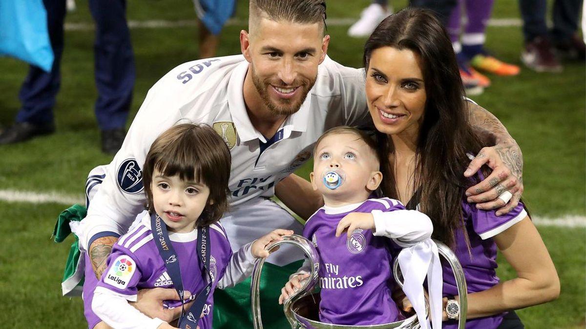 Sergio Ramos recuerda un beso a Pilar Rubio con su hijo pequeño viéndolos escondido dentro de una Champions
