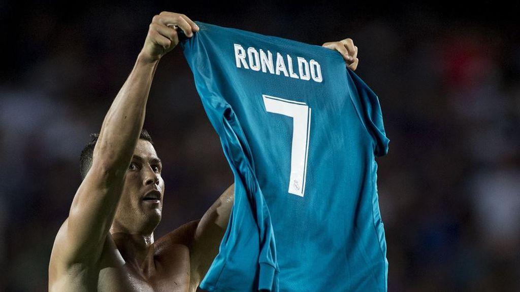 Cristiano Ronaldo enseñando su dorsal