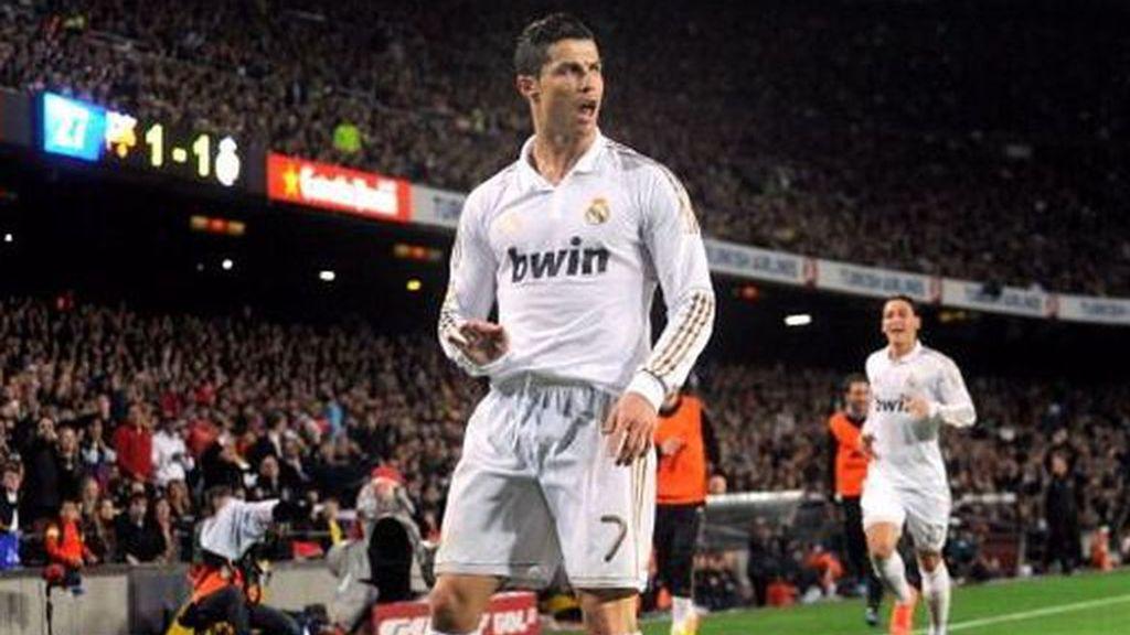 """Cristino Ronaldo pidiendo """"calma"""" a la grada del FC Barcelona"""