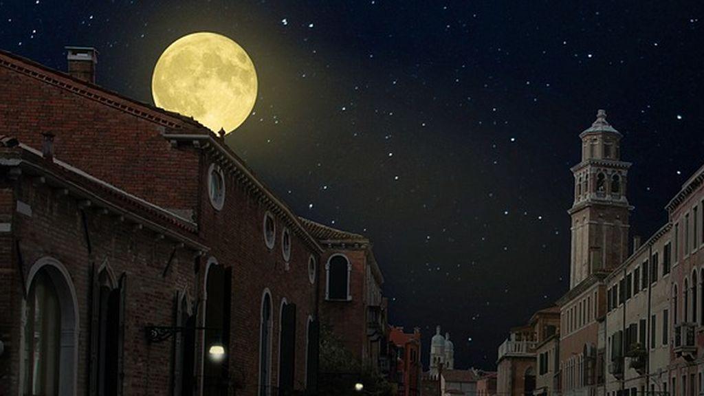 Llega la superluna rosada: fotografiarla desde el balcón es fácil y posible