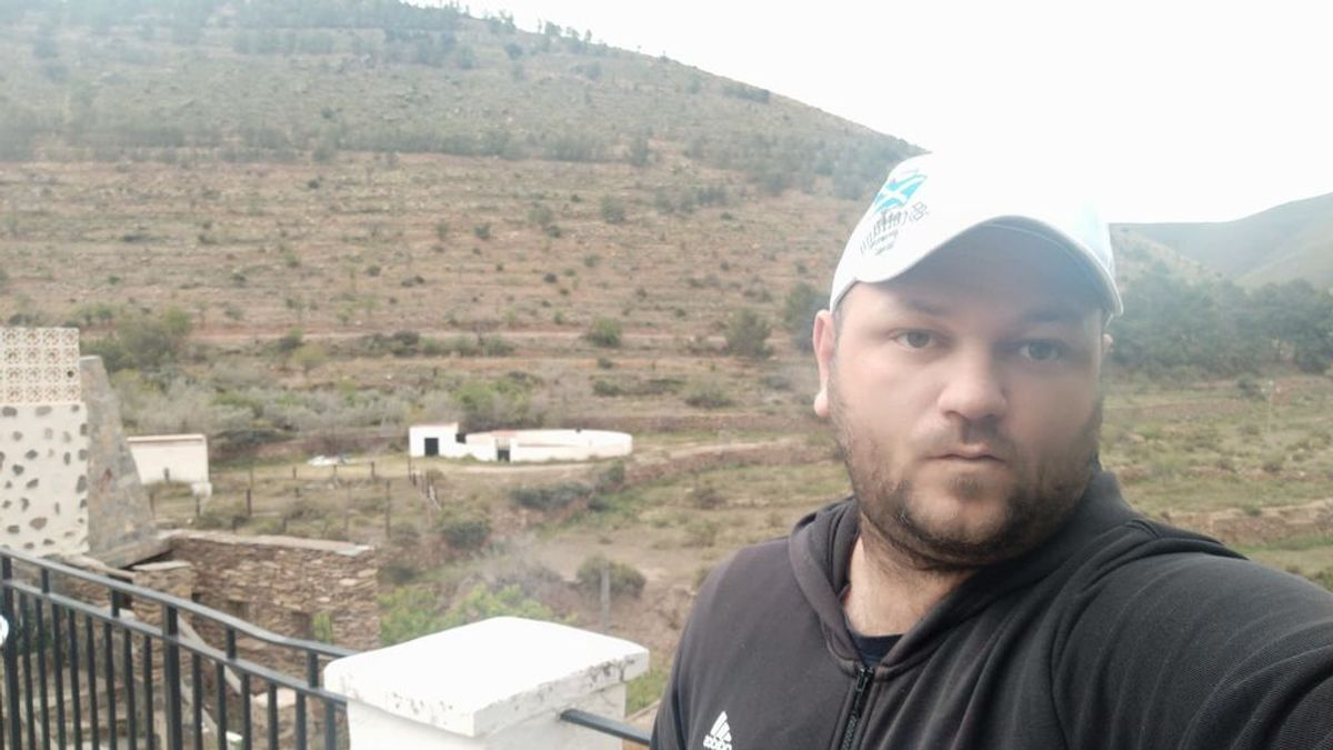 """Adrián, el único habitante censado en una pedanía almeriense: """"El día se hace largo"""""""