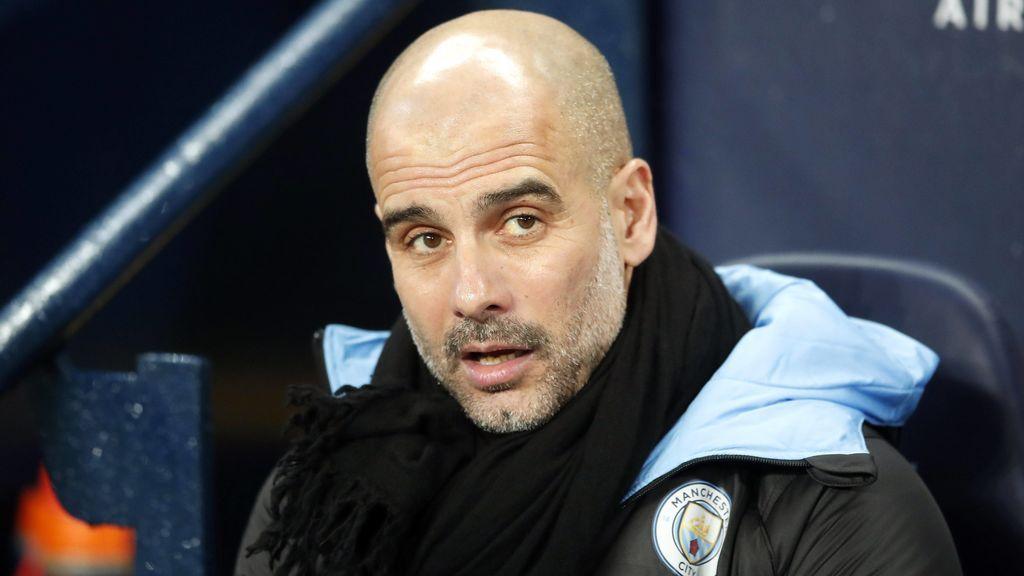 Pep Guardiola en el banquillo de entrenador del Manchester City